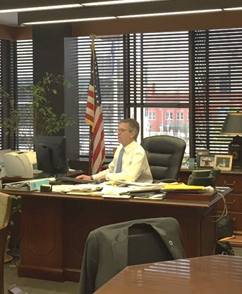 Mayor Lloyd Winnecke working in his office 2017